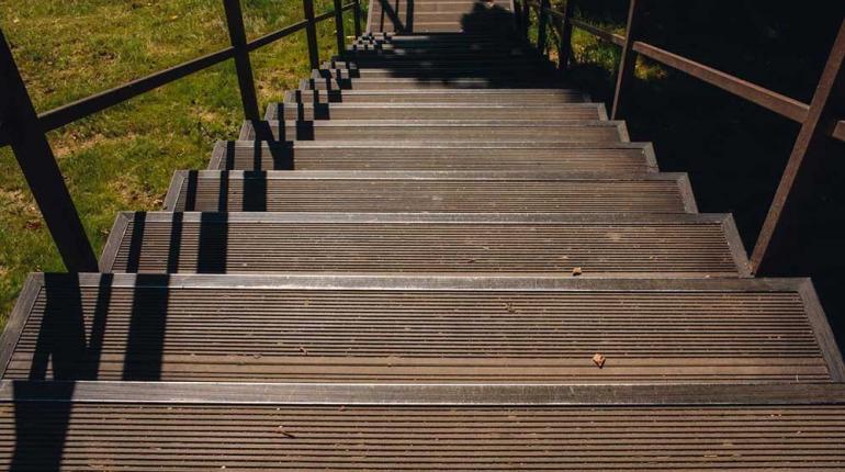 Обустройство лестницы в санатории «Заречье» - результат работ Террадек